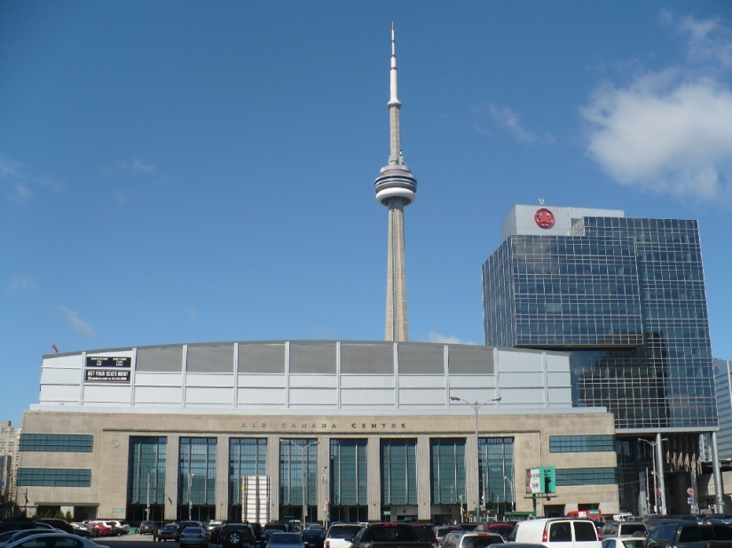 ACC_on_Bay_St_and_CN_Tower