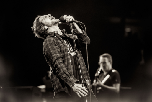 pearl-jam-society-live-video-debut-into-wild.png