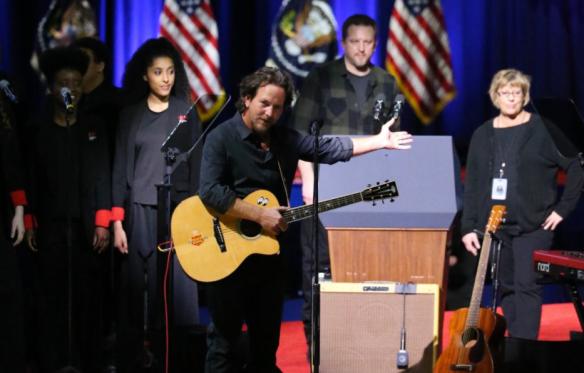eddie-vedder-obama-farewell